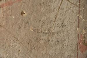 gammal text vägg